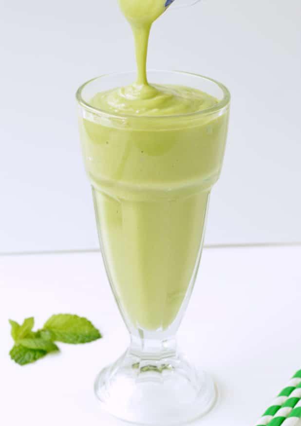 KETO SHAMROCK SHAKE Healthy Vegan Dairy free #shamrockshakerecipe #healthy #vegan #keto #dairyfree #easy #diy #ketoshake #avocadoshake #avocadosmoothie #avocadospinachsmoothie#ketosmoothie #lowcarb #sugarfree #vegansmoothie #stpatrickrecipes #greenrecipes