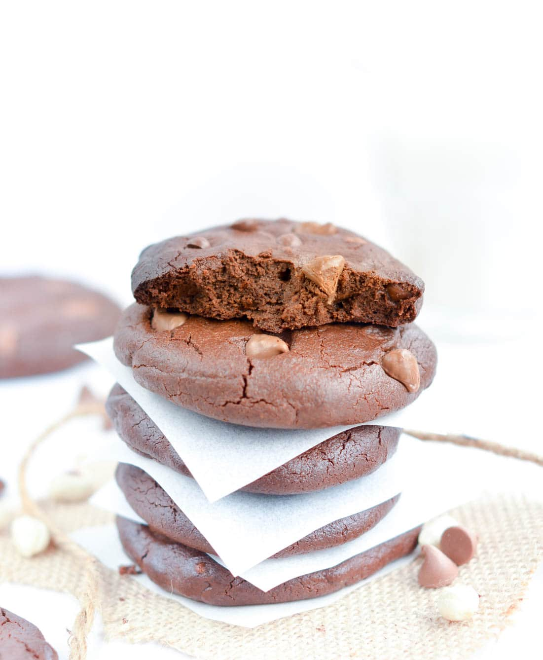 flourless chocolate peanut butter cookies s with chocolate chips. NO refined ingredients, Flourless, No Sugar, easy 6 ingredients recipe to whip in 5 minutes. Grain free, gluten free and dairy free.