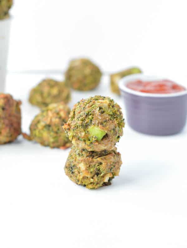 Healthy Baked Broccoli Balls are delicious broccoli cheese bites. A simple broccoli appetizer recipes with broccoli (no precooking required!), gluten free breadcrumb, eggs and a bite of cheese! Broccoli cheese balls toddlers loves.
