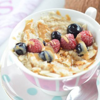 This Healthy Low Carb Oatmeal recipe made with coconut flour, almond butter and almond milk is a great alternative to your regular oatmeal. It is a single serve clean eating recipe, ready in 5 minutes and 100% sugar free. You'll love its creamy, silky-sweet texture. If you watch the carbs, note that this single serve oatmeal recipe contains only 5.8 g net carb - yes, it is also loaded with 8.2 g of plant-based protein to feed those muscles! It can be eaten for breakfast or as a light post work out snack. Dairy free, vegan, gluten free, kids approved!