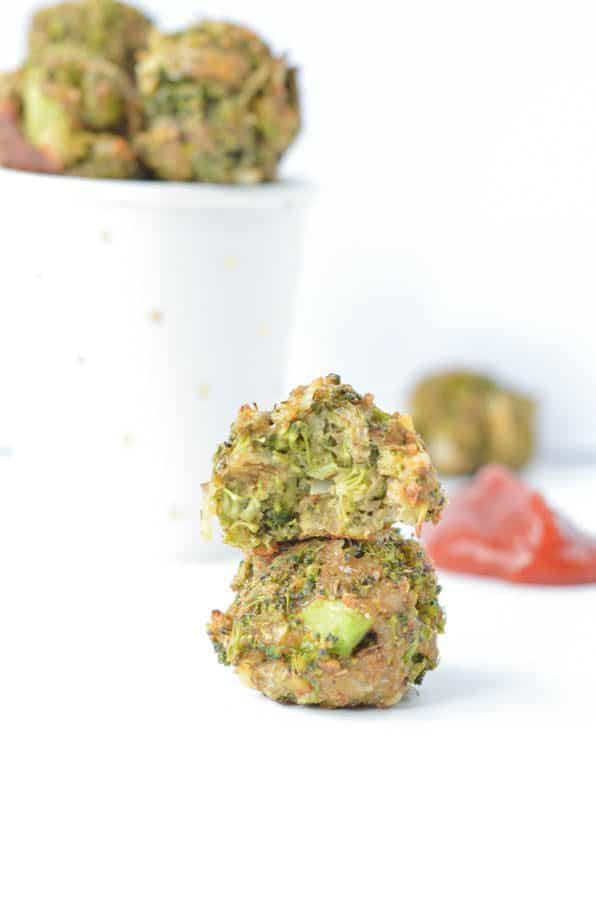 Healthy Baked Broccoli Balls are delicious broccoli cheese bites for your baby first food around 1 year. A simple broccoli appetizer recipes for grown up too with steamed broccoli, oat flour, breadcrumb, eggs and a bite of mozzarella cheese!