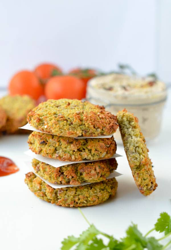 Those Easy Baked Falafel recipe makes the best clean eating lunch ever! You will love their crispiness, melt-in-your-mouth center and crunchy bites of beans.