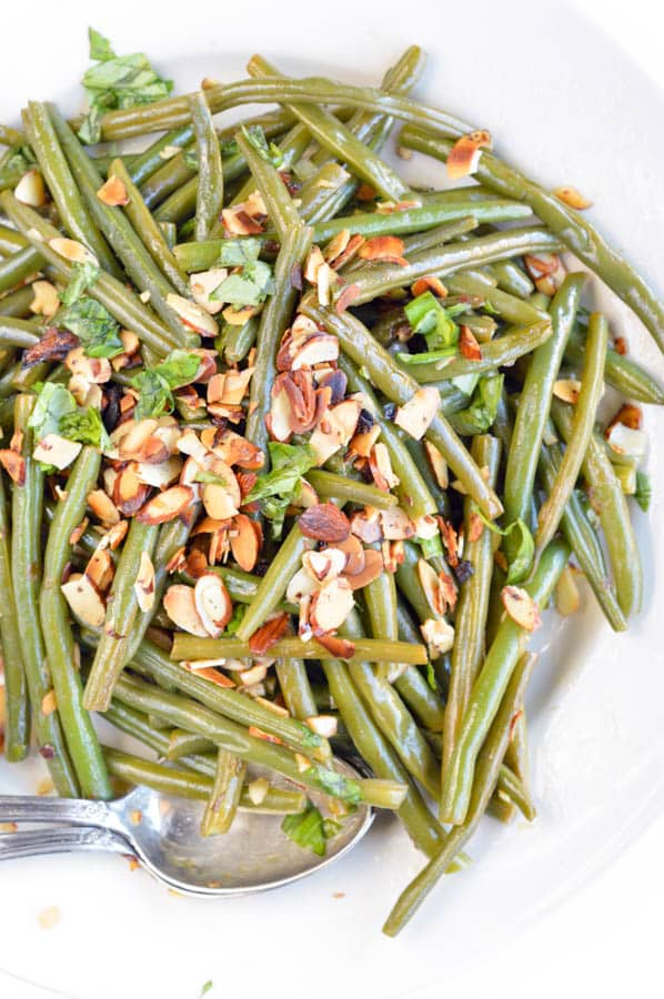 AUTHENTIC FRENCH GREEN BEANS recipe from my mum sauteed in olive oils with almonds, shallots, garlic and deglazed with lemon juice. An easy side dish for Holidays, Christmas or Thanksgiving. Dairy free + gluten free + vegan + low carb (8.6 g net carb/serve)