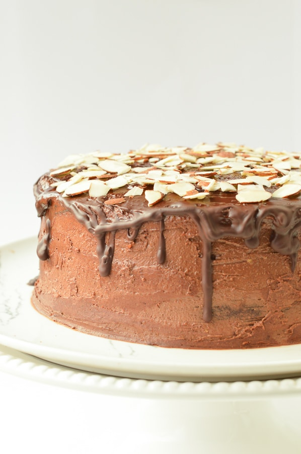 KETO CHOCOLATE CAKE almond flour cake #ketocake #ketochocolatecake #chocolatecake #cake #ketorecipes #ketodesserts #ketobaking #ketocakes #lowcarbcake #low carb #glutenfree #easy #healthy #paleo #dairyfree #glutenfree #birthdaycake #birthday #chocolate #sugarfree