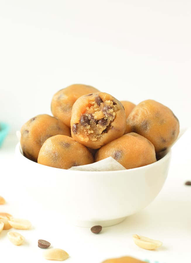 KETO PEANUT BUTTER CHOCOLATE CHIPS FAT BOMB 1.5 g net carbs #fatbomb #cookiedough #chocolatechips #peanutbutter #ketosnacks #keto #lowcarb #ketodesserts #ketotreats #peanutbutterballs #desserts #balls #cookiedoughballs