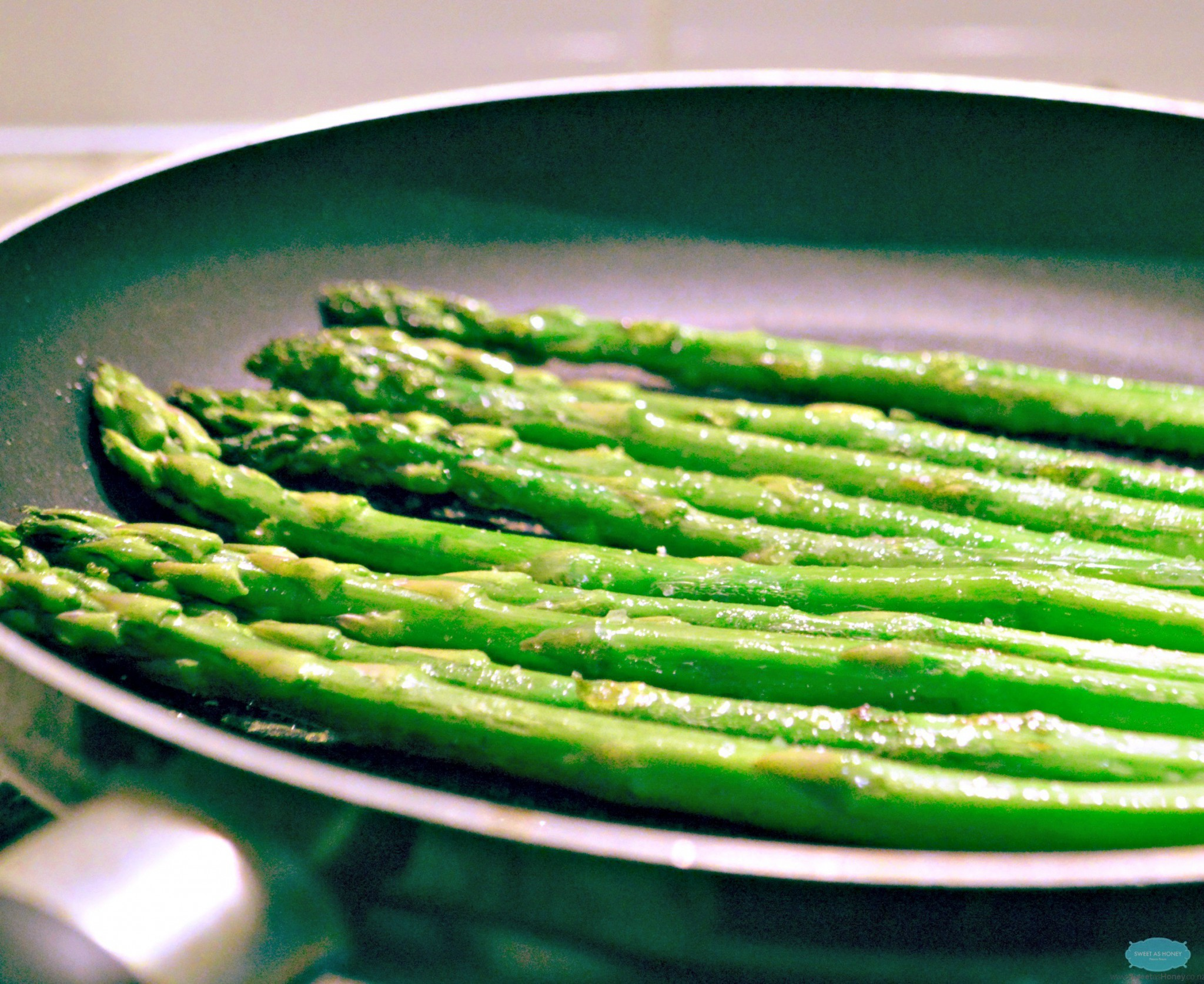 Garlic Lemon Roasted Asparagus - SWEETASHONEY