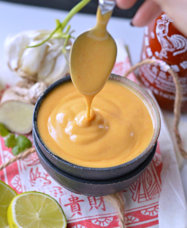 EGGLESS sriracha sauce