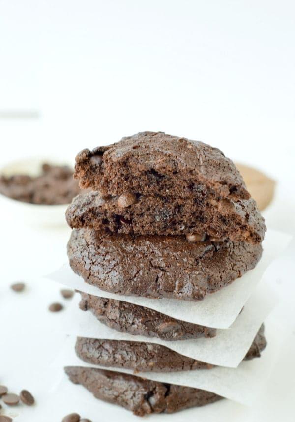 KETO ALMOND BUTTER COOKIES FLOURLESS #keto #ketocookies #almondbuttercookies #flourlesscookies #ketosnacks #healthycookies #healthy #easycookies #glutenfree
