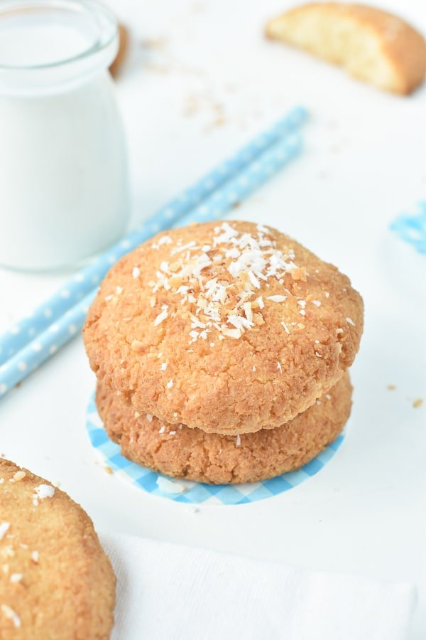 KETO COCONUT COOKIES easy 5 ingredients #ketocookies #keto #cookies #lowcarbcookies #lowcarb #coconut #coconutcookies #almondflour #easy #sugarfree #glutenfree #5ingredients