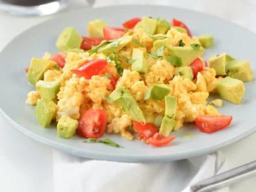 KETO SCRAMBLED EGGS 1.5 G net carbs fluffy avocado cheesy eggs #ketoscrambledeggs #bestscrambledeggs #fluffyscrambledeggs #scrambledeggs #3ingredients #ketobreakfast #ketoeggs #eggfast #fluffy #breakfast #cheesyscrambledeggs