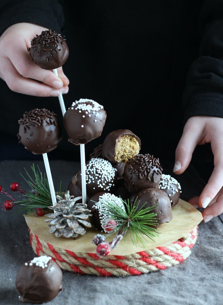 Easy No-Bake Christmas Truffles