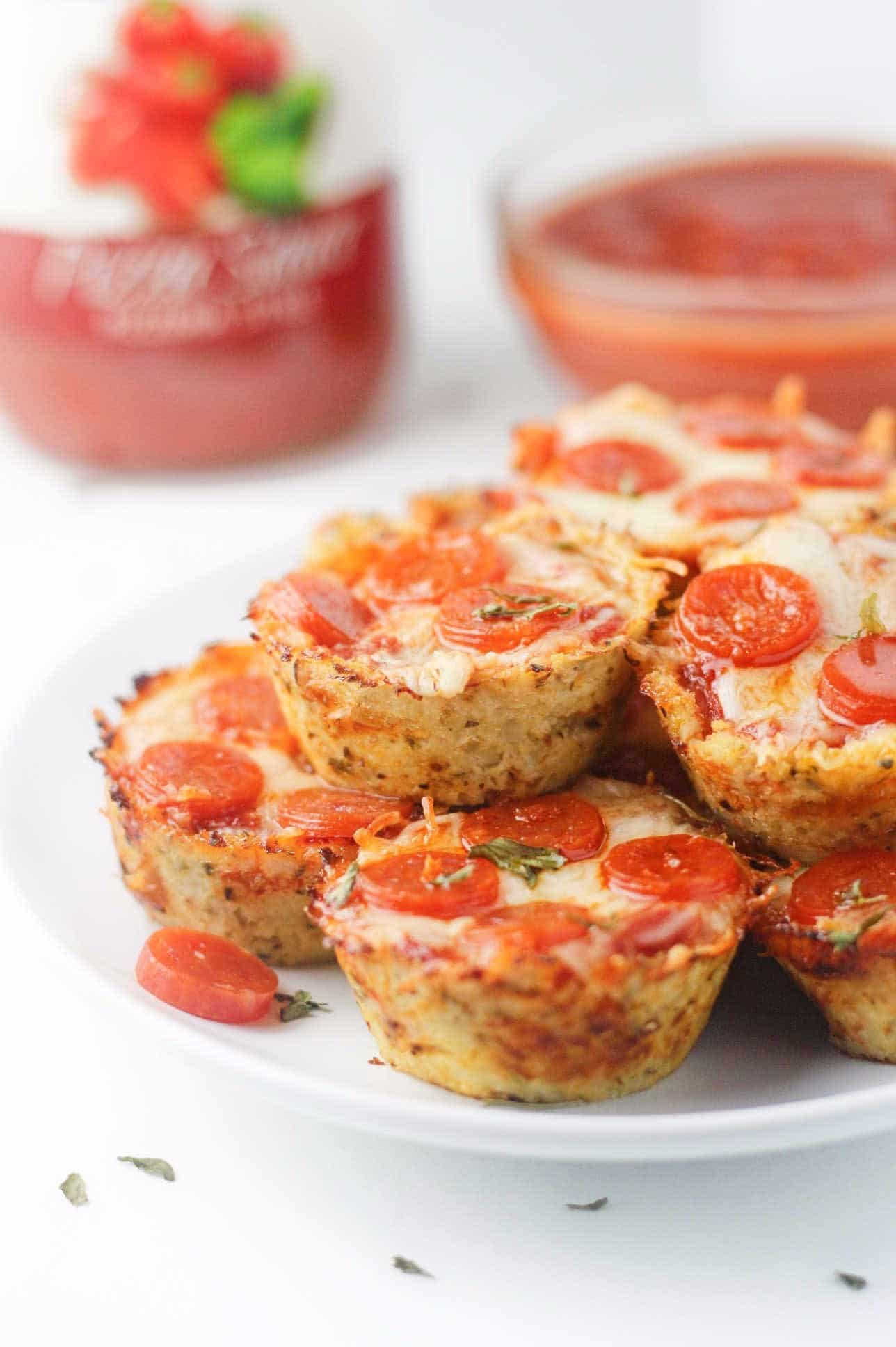 Cheesy cauliflower pizza bites are a dream food for all low carb ...