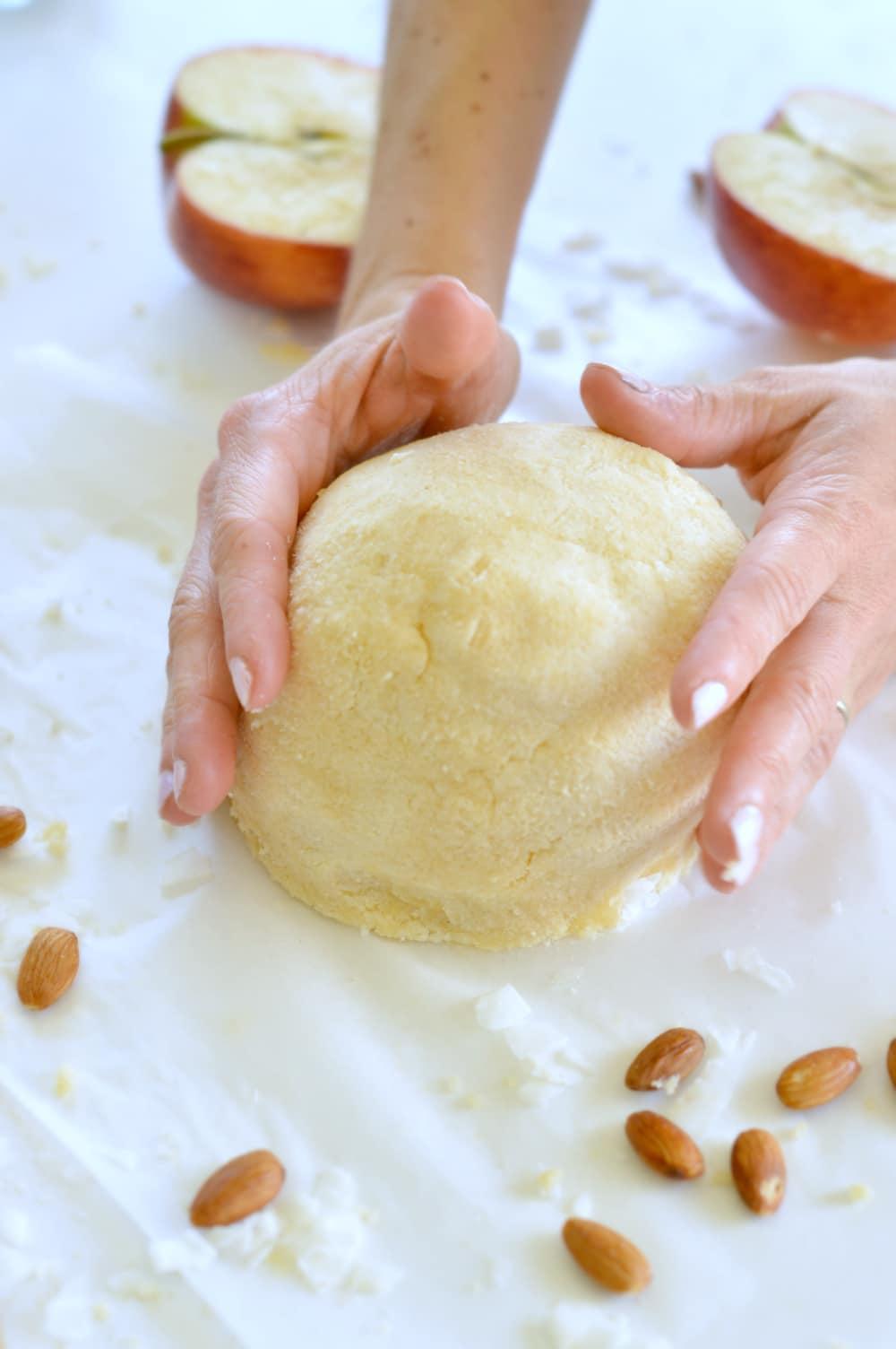 KETO SWEET PIE CRUTS gluten free #keto #crust #lowcarb #glutenfree #healthy #4ingredients #easy #ketorecipes #pie #baking