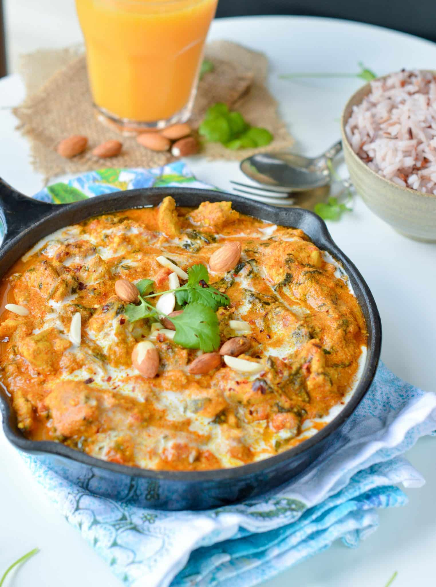Healthy Chicken Tikka Masala, a delicious low carb comfort foods recipe with delicious indian spices. Make it vegan, swap the chicken by tofu.