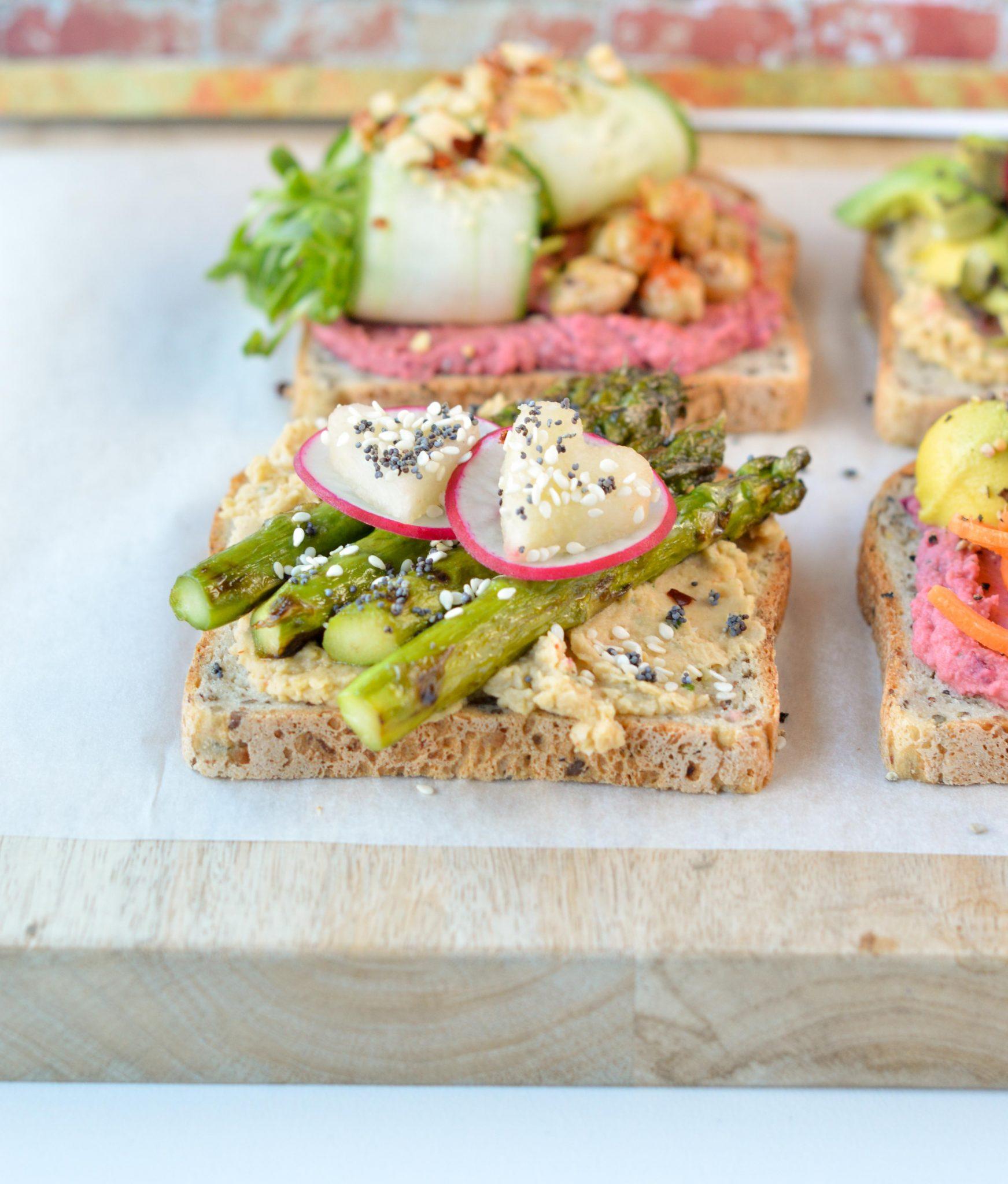 healthy toast asparagus