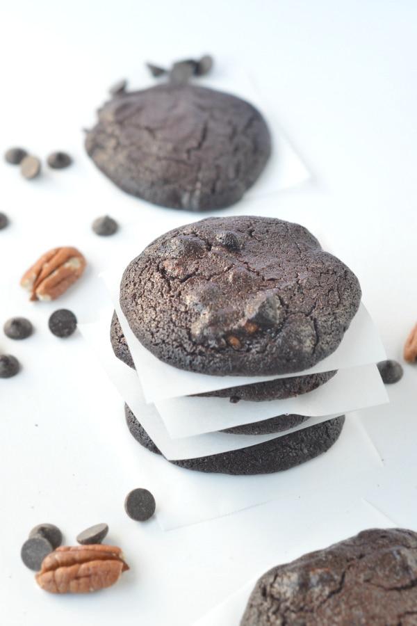 KETO CHOCOLATE COOKIES 1.3 g net carbs #ketocookies #keto #ketorecies #chocolatecookies #chocolate #cookies #pecan #lowcarb #sugarfree #glutenfree