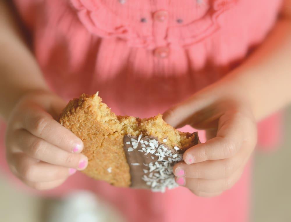 kids eating healthy cookies