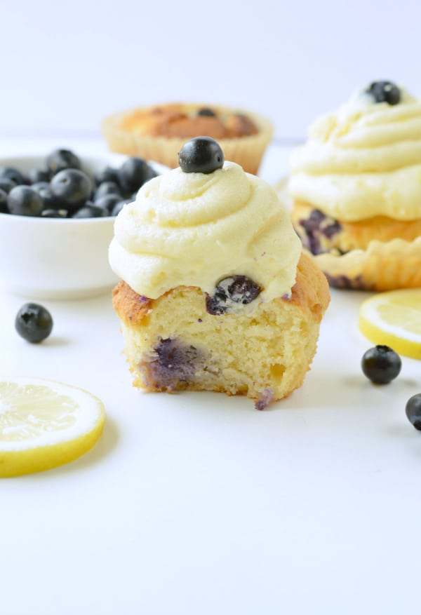 KETO LEMON CUPCAKES 4 g net carbs with almond flour #keto #ketocupcakes #cupcakes #lemon #buttercream #sugarfree #glutenfree #grainfree #ketobaking #ketodesserts #healthycupcakes #blueberry #almondflour #easy #coconutflour #moist