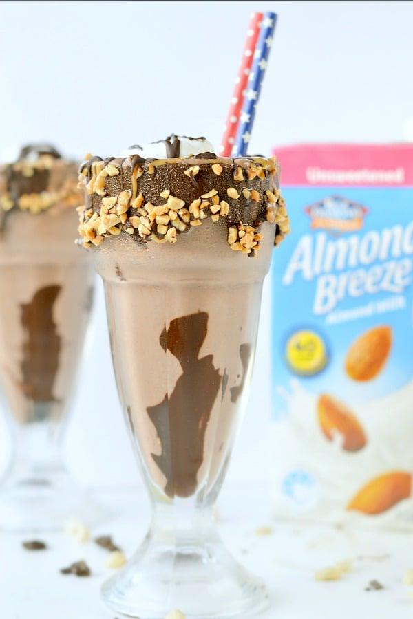 KETO MILKSHAKE with almond milk
