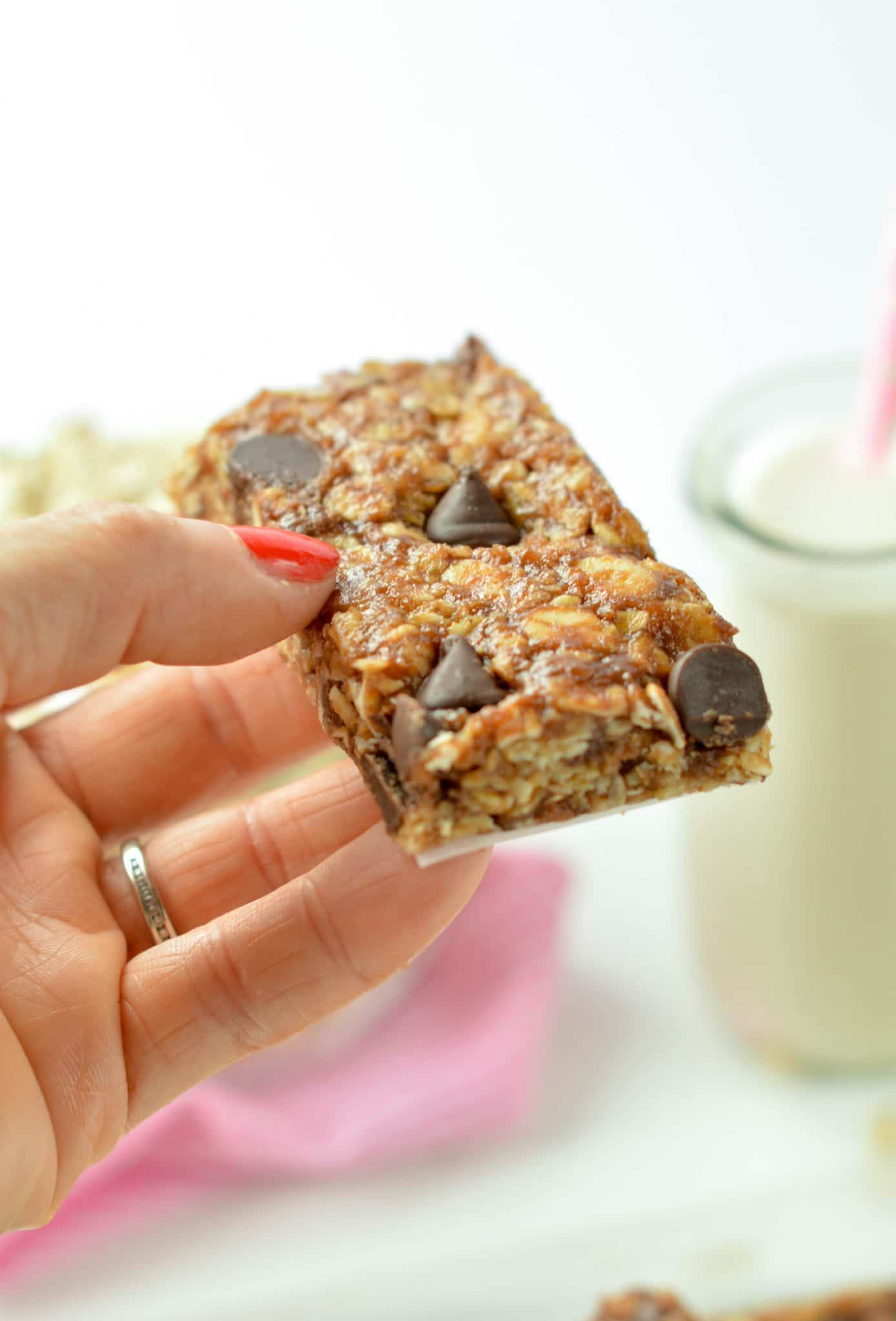Peanut Butter Oatmeal Protein Bars an easy clean eating protein bar with only 5 ingredients. Healthy, no bake, vegan.